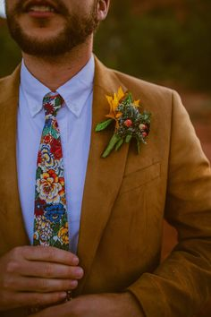 Obsessed with this groom style details with orange flower boutonniere, desert floral print tie and a brown/tan suede suit for the most amazing edgy, boho inspired elopement in Sedona, AZ! This was right in front of the most amazing red rocks and greenery!! Grooms style!! | Photo cred: Olivia Markle #wedding #elopement #bohoelopement #sedonaarizona #ceremonyinspo #brideandgroom #weddingdress #groomdetails #forthegroom Dream Wedding Dresses, Wedding Suits, Wedding Attire, Boho Wedding, Summer Wedding, Wedding Day, Groom Ties, Groom Style, Wedding Colors
