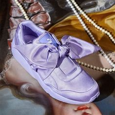 0b47ea1edd2 Os novos tênis e slide da Rihanna que devem virar mania!