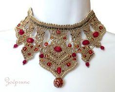 collier cou de reine sable et rouge 2