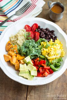 Southwestern Veggie Bowl with Chipotle Vinaigrette by themessybaker #Salad #Veggie_Bowl #Southwer #Healthy