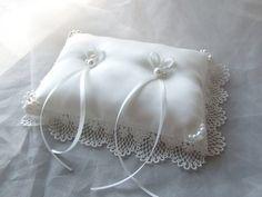 ルシェルアンジュ水戸 ウエディングシャトーのプランナーブログ「2015-06-01」 Ring Bearer Pillows, Ring Pillows, Blue Throw Pillows, Make Your Own Ring, Design Your Own Ring, Wedding Ring Cushion, Wedding Pillows, Custom Wedding Rings, Wedding Ring Designs