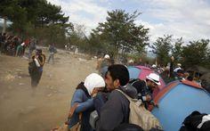 Σκοτώνονται μεταξύ τους οι πρόσφυγες στα σύνορα της Ελλάδας με τα Σκόπια | Tribune.gr
