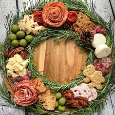 Christmas Party Food, Christmas Brunch, Christmas Appetizers, Christmas Cooking, Christmas Treats, Christmas Foods, Charcuterie Recipes, Charcuterie Platter, Charcuterie And Cheese Board