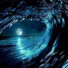 Ocean moon seen through the waves. No Wave, Shoot The Moon, Moon Pictures, Planet Pictures, Ocean Pictures, Beautiful Moon, Ocean Waves, Blue Moon, Belle Photo