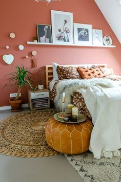 Incredible Of slaapkamer kreeg een metamorfose! Distinctive slaapkamer Karwei or. Bedroom Green, Home Bedroom, Bedroom Wall, Picture Ledge Bedroom, Warm Bedroom Colors, Bedroom Windows, Bedroom Decorating Tips, Small Apartment Decorating, Home And Deco