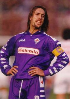 Gabriel Omar Batistuta Best Football Players, World Football, Soccer Players, Football Soccer, Football Stickers, Football Cards, Football Hairstyles, Travel Boots, Messi Soccer