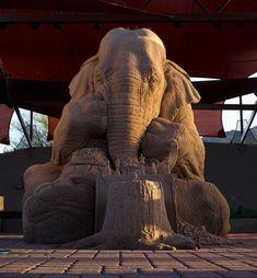 Esta Escultura De Areia De Um Elefante Jogando Xadrez Com Um Rato É Incrível