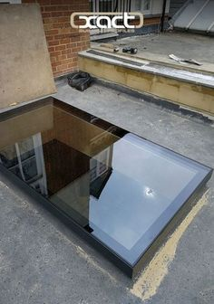 The glass on the XACT Pure Glass Flat Roof Light runs right to the edge of the frame, creating a neat finished design. This one was installed on a small flat roof rear extension in Balham, London. Glass Extension, Roof Extension, Flat Roof Skylights, Casas Country, Roof Lantern, Fibreglass Roof, Modern Roofing, Roof Window, Roof Architecture