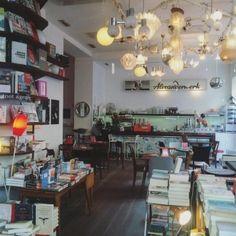 Die romantischsten Locations im Wiener Herbst - Teil 2 Second Hand Shop, Single Mom Tips, Dating Tips For Men, Meet Local Singles, Stuff To Do, This Or That Questions, Vienna, Austria, Brunch