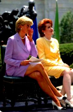 June Diana, Princess of Wales with the President of the American Red Cross, Elizabeth Dole in Washington, D.C in a campaign to ban landmines. Karen Spencer, Lady Diana Spencer, Lady Sarah Mccorquodale, Princess Diana Dresses, British Nobility, Queen And Prince Phillip, American Red Cross, Diane, 1990s