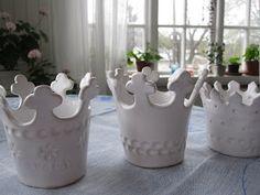 Three beuatiful crowns to be inspired by.   Tre vackra kronor att insprieras av.