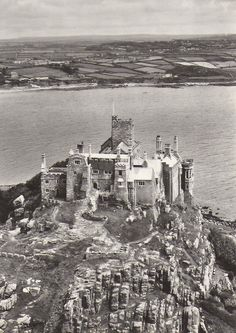 ST MICHAEL'S MOUNT   Mounts Bay, Cornwall ✫ღ⊰n Cornwall Castle, Mousehole Cornwall, St Michael's Mount, Cornwall England, City Landscape, Architectural Features, Our World, Old Photos, Castles