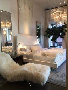 Dream Rooms, Dream Bedroom, Home Bedroom, Bedroom Ideas, Bedroom Inspiration, Bedroom Decor Glam, Winter Bedroom Decor, All White Bedroom, Large Bedroom