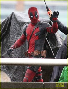 Ryan Reynolds volta ao set de Deadpool depois de ser atropelado! - Legião dos Heróis