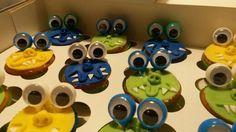 Zelf gemaakte traktatie voor mijn zoontje. Monstercupcakes met vingeroogjes.