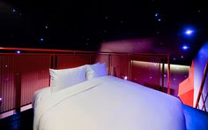 Wanderlust Hotel in Singapore. This is my dream bedroom, I love the space theme. Wanderlust Hotel Singapore, Little India Singapore, Futuristic Bedroom, Sleeping Under The Stars, Space Theme, Design Firms, Dream Bedroom, Interior Design Inspiration, A Boutique
