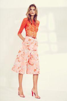 Get inspired and discover Carolina Herrera trunkshow! Shop the latest Carolina Herrera collection at Moda Operandi. Carolina Herrera, High Fashion, Fashion Show, Fashion Design, Fashion News, 3d Rose, Coral Lace, Spring Summer 2016, Elegant