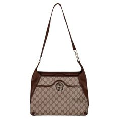 1970s Gucci sholderbag, the monogram is beige and brown, it is in leather and canvas. This article is in good conditions, with small signs of wear. Gucci Purses, Gucci Handbags, Luxury Handbags, Vintage Gucci Purse, Designer Bags, Louis Vuitton Damier, Jewelry Collection, 1970s, Dior