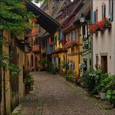 Улица в деревне Эгисайм, Франция