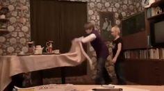 Podejmiesz się wyzwania i zademonstrujesz taką sztuczkę podczas wigilijnej kolacji? http://www.smiesznefilmy.net/fajna-sztuczka-z-obrusem #sztuczka #trick #smiesznefilmy