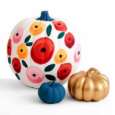 Add your favorite fall florals to your pumpkins with this stunning no-carve option. These flowers are easy to paint and fun to display on your porch this fall.