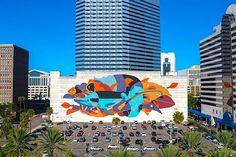 """Abstrakt farbenfrohes Mural """"Flora & Fauna"""" von James Reka in Florida  James Reka alias REKA stellte in Jacksonville, Florida, soeben sein bisher größtes Mural fertig, das inmitten der steinernen Stadt die bunte Schö..."""