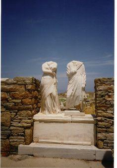 """Grecia, Isla Museo de Delos, Casa de Cleopatra con las Estatuas de los """"dueños de casa"""": Cleopatra (griega no la egipcia...) y Dioskoride  by marisadechile"""
