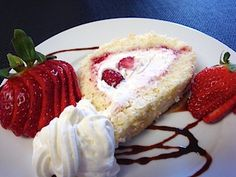 German cream roll with strawberries -  Super yummy! http://www.quick-german-recipes.com/cream-roll-recipe.html