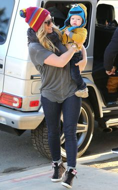 Hilary Duff's adorable son Luca Cruz Comrie. I love her. He is soo cute. Hilary Duff Baby, Hilary Duff Style, Skinny Jeans Heels, Casual Date, The Duff, Best Mom, Bagel, Mom And Baby, Mom Outfits
