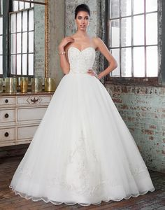 Justin Alexander Signature Spring 2016 Wedding Dresses full collection : http://www.itakeyou.co.uk/wedding/justin-alexander-signature-spring-2016-wedding-dresses/ #weddingdresses #weddingdress | Justin Alexander Signature wedding dresses style 9811 | This ball gown features an intricately hand beaded bodice and full tulle skirt with an elegant hand beaded hem motif at the front of skirt and train.: