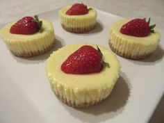 Sajttorta muffin Mini Cupcakes, Muffin, Cheesecake, Cooking Recipes, Candy, Cookies, Food, Puddings, Strawberries