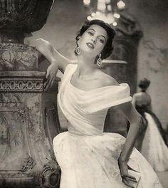 Vogue 1953   photo by Roger Prigent