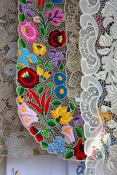 During the long, cold winters on the Great Plains in Hungary, people amuse themselves with creating colorful folk-art. This kind of embroidered lace is typical of the Kalocsa region. Hungarian Embroidery, Folk Embroidery, Learn Embroidery, Chain Stitch Embroidery, Embroidery Stitches, Embroidery Patterns, Folklore, Stitch Head, Lesage