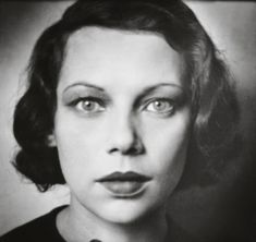 Tilly Losch, 1928 -by E.O. Hoppé [+] [see more, chez holdthisphoto] from: Exhibition E. O. Hoppé, Studio & Street Until May 20, 2012 Fundacion Mapfre (Madrid) via lalettre