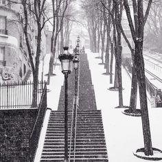 Snowfall in Montmartre. Photo courtesy of rebeccaplotnick on Instagram.