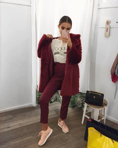 "14.7 k likerklikk, 80 kommentarer – Alicia Roddy (@lissyroddyy) på Instagram: ""Unintentionally went to the Louboutin beauty event this morning in all red.. well burgundy but…"""