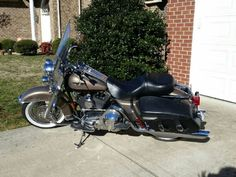 2005 Harley-Davidson FLHRCI ROAD KING CLASSIC Touring , Smoky Gold and Black, 29,000 miles for sale in Nashville, TN