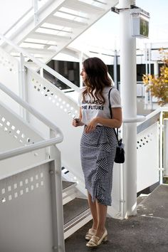 Como usar saia xadrez no verão # lookdodia skirt skirt skirt skirt outfit skirt for teens midi skirt Casual Work Outfits, Modest Outfits, Classy Outfits, Modest Fashion, Trendy Outfits, Dress Outfits, Fashion Outfits, Long Skirt Fashion, Denim Skirt Outfits
