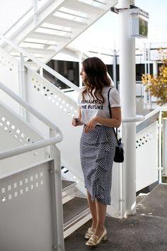 Como usar saia xadrez no verão # lookdodia skirt skirt skirt skirt outfit skirt for teens midi skirt Long Skirt Outfits, Casual Work Outfits, Modest Outfits, Classy Outfits, Modest Fashion, Trendy Outfits, Dress Outfits, Fashion Dresses, Long Skirt Fashion