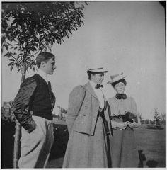 File:Franklin D. Roosevelt, Frances Pell, and Helen R. Robinson at Campobello - NARA - 196910.jpg