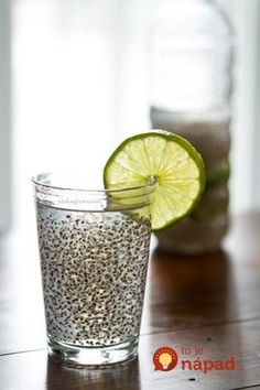 Chia Fresca: A Natural Energy Drink! I love chia seeds, LOVE. I'm now adding a tablespoon of chia seeds to my morning smoothie drinks; the mornings where I don't have time to make a real breakfast. Healthy Drinks, Healthy Snacks, Healthy Recipes, Detox Drinks, Free Recipes, Sport Food, Natural Energy Drinks, Juice Smoothie, Detox Recipes