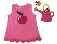 APPLE DRESS | CHILDREN Interactive dress  How delightful your apple is!  (Includes a watering can - shaped handbag with a butterfly and a ladybug to stick in the flower with velcro)  Sizes from 12 months to 6 years old.