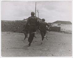 Gerda Taro. Republican soldiers in June 1937.