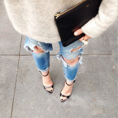 Cashmere knit, ripped jeans, black varnish and clutch