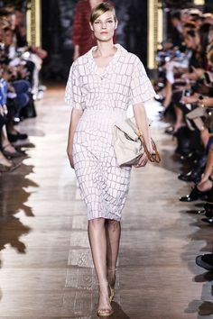 Stella McCartney Spring 2014 RTW - Runway Photos - Fashion Week - Runway, Fashion Shows and Collections - Vogue Look Fashion, Runway Fashion, Spring Fashion, High Fashion, Fashion Show, Fashion Design, Paris Fashion, Fashion 2014, Fashion Weeks