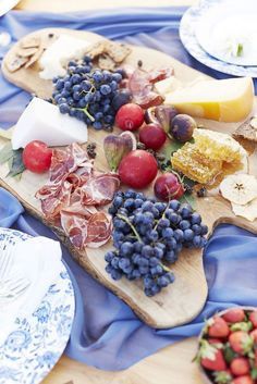 3 Picture-Perfect of July Recipes - Margo & Me Cheese Platers, Hot Cheese Dips, Wine And Cheese Party, Savarin, Food Decoration, High Tea, Fourth Of July, Healthy Recipes, Healthy Food