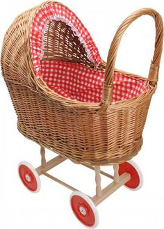Mooie poppenwagen met een rieten kap en rode bekleding met witte stippen. Deze poppenwagen is zeker een succes voor je kleine meid. Kom snel naar de shop.