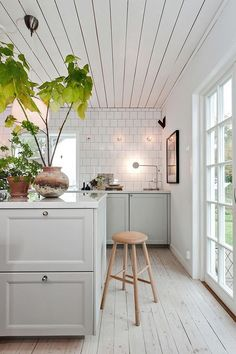 French Home Decor .French Home Decor Rustic House, House Interior, Kitchen Decor, Tiny House Interior, Home Kitchens, Home Decor, Kitchen Interior, Home Remodeling, Apartment Kitchen