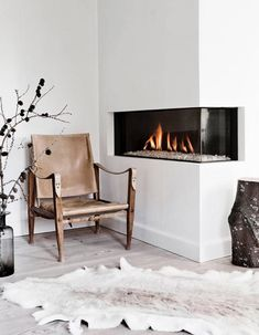 Corner Fireplace Ideas for Your Living Room to Improve Home Interior Visual Interior, Living Room With Fireplace, Contemporary Fireplace, Decor Interior Design, Minimalist Fireplace, Home Decor, Trending Decor, Interior Design, Corner Fireplace Living Room