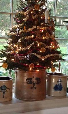 Best 25+ Primitive christmas tree ideas on Pinterest ... #CountryPrimitive